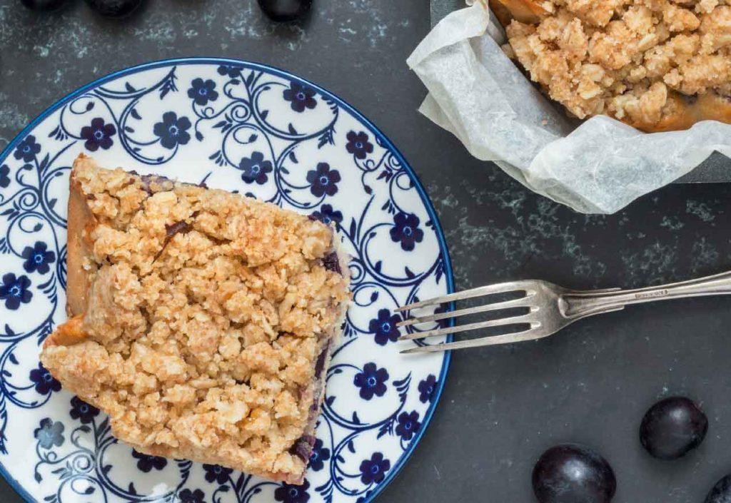 עוגת ענבים טבעונית עם קראמבל