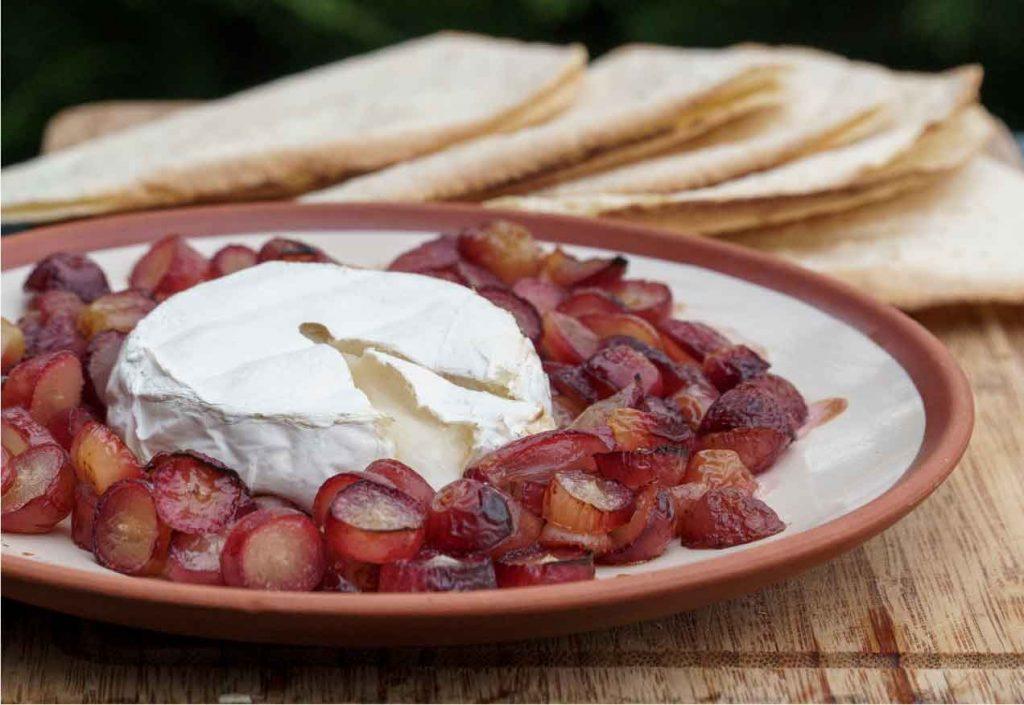 גבינת קממבר ברוטב ענבים - ענבי טלי