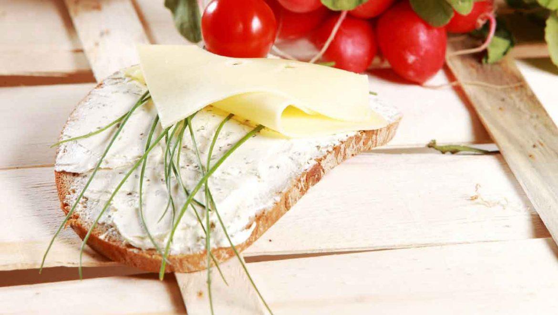 ממרח ענבים עם גבינת שמנת ואגוזים